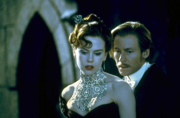 Diamond necklace in Moulin Rouge