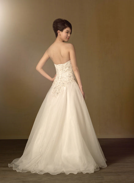 Alfred Angelo Wedding Dresses, Spring 2014. Strapless sweetheart, corset back bridal gown with Sweep Train. Optional Modesty Piece & Spaghetti Straps are included. Fabric is Organza with Embroidery with Metallic Accents, Rhinestones, Crystal Beading & Sequins
