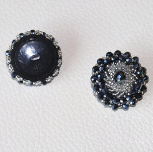 Button with beads