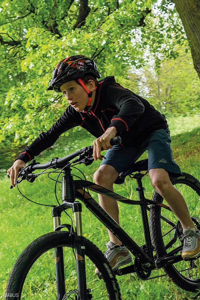 young mountain bike rider wearing abus mountZ helmet
