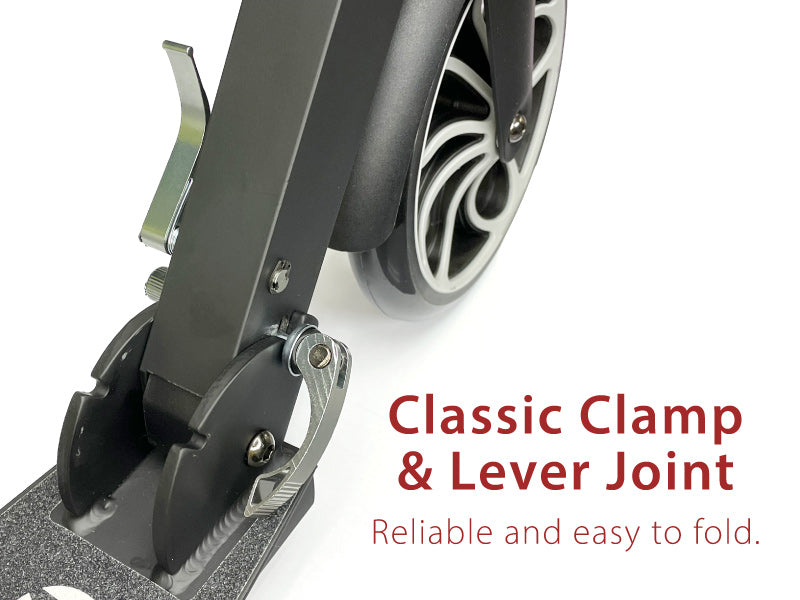 Smartscoo Funscoo 230 kick scooter has a classic clamp-and-lever joint which is reliable and easy to fold.