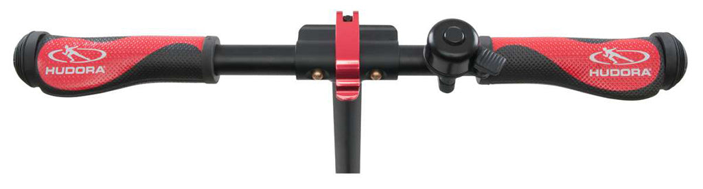 close up of wide handlebars with comfortable handle grips, Hudora BigWheel Style 230 kick scooter