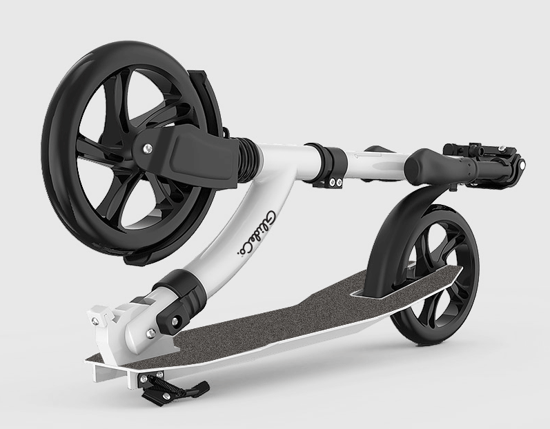 close up of oversized front wheel on the glideco grandtourer kick scooter