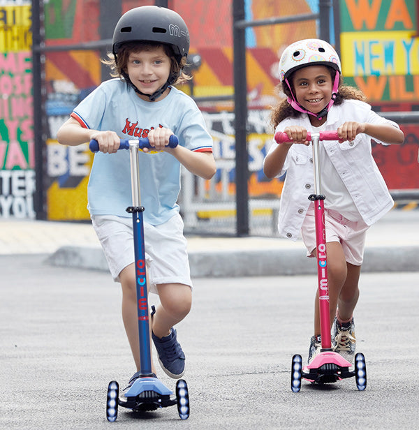 kids riding maxi micro deluxe LED kick scooter
