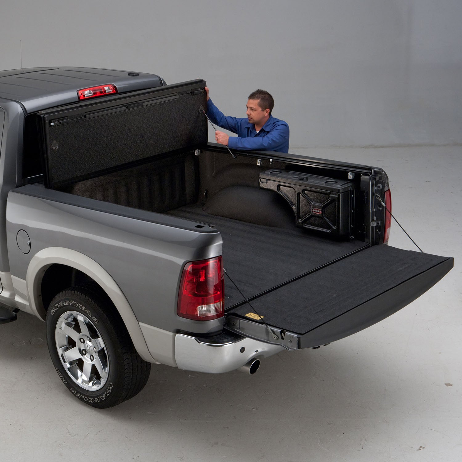 Built in prop rods secure the cover allowing your truck to be driven with the cover fully open.