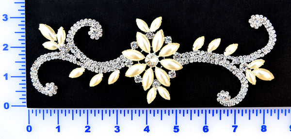 Rhinestone And Faux Pearl Appliqué - Set In Metal