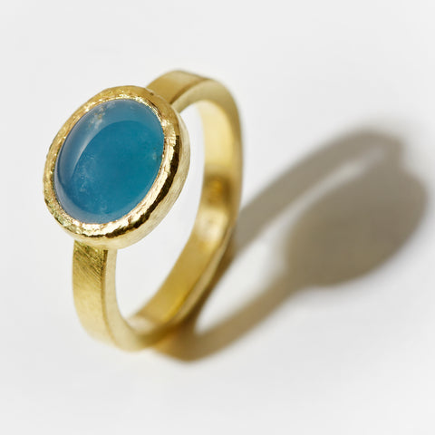 Aquamarine Cabochon Gold Ring