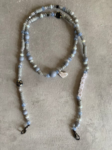 Classy mask chain necklace in grey ans white