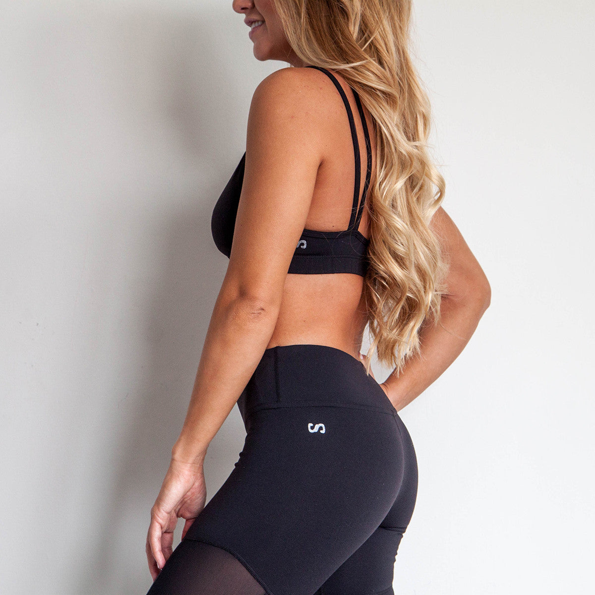 Legend Mesh Peak A Boo Sports Bra Jet Black