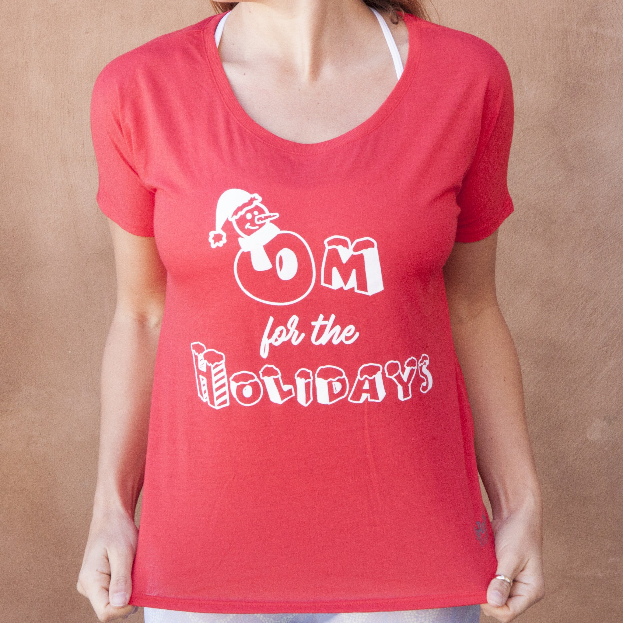 "Graphic Tee Slouchy Fit ""Om For the Holidays"" Red"