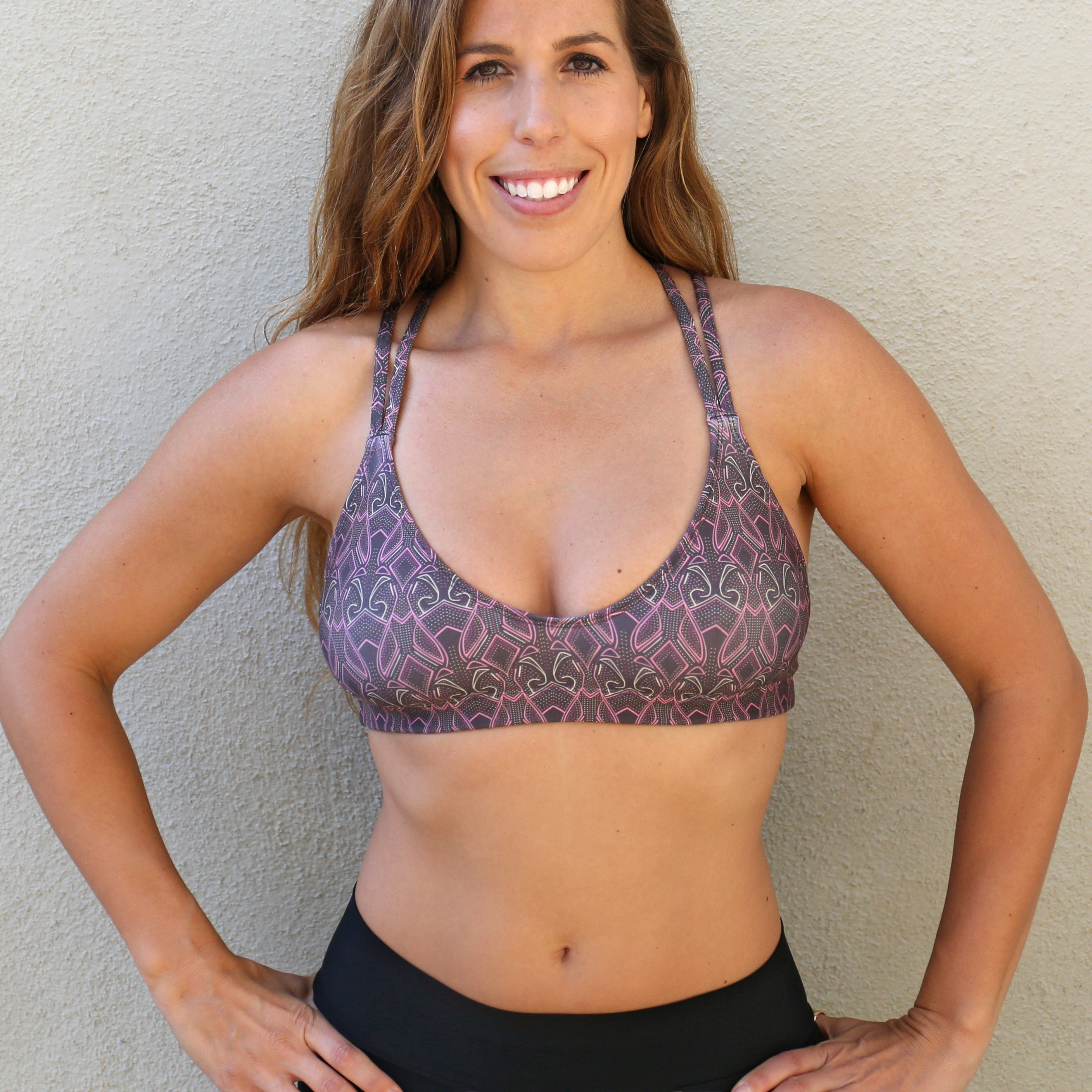 Vista Strappy Back Stretchy Sports Bra Black & Pink Showstopper Print