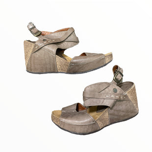 Primary Photo - BRAND:   SERGIO TOMANISTYLE: SANDALS LOW COLOR: TAUPE SIZE: 8.5 OTHER INFO: SERGIO TOMANI - SKU: 223-22361-22917