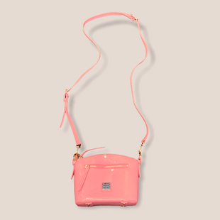 Primary Photo - BRAND: DOONEY AND BOURKE STYLE: HANDBAG DESIGNER COLOR: PINK SIZE: SMALL OTHER INFO: PATENT/XBODY SKU: 223-22318-122833