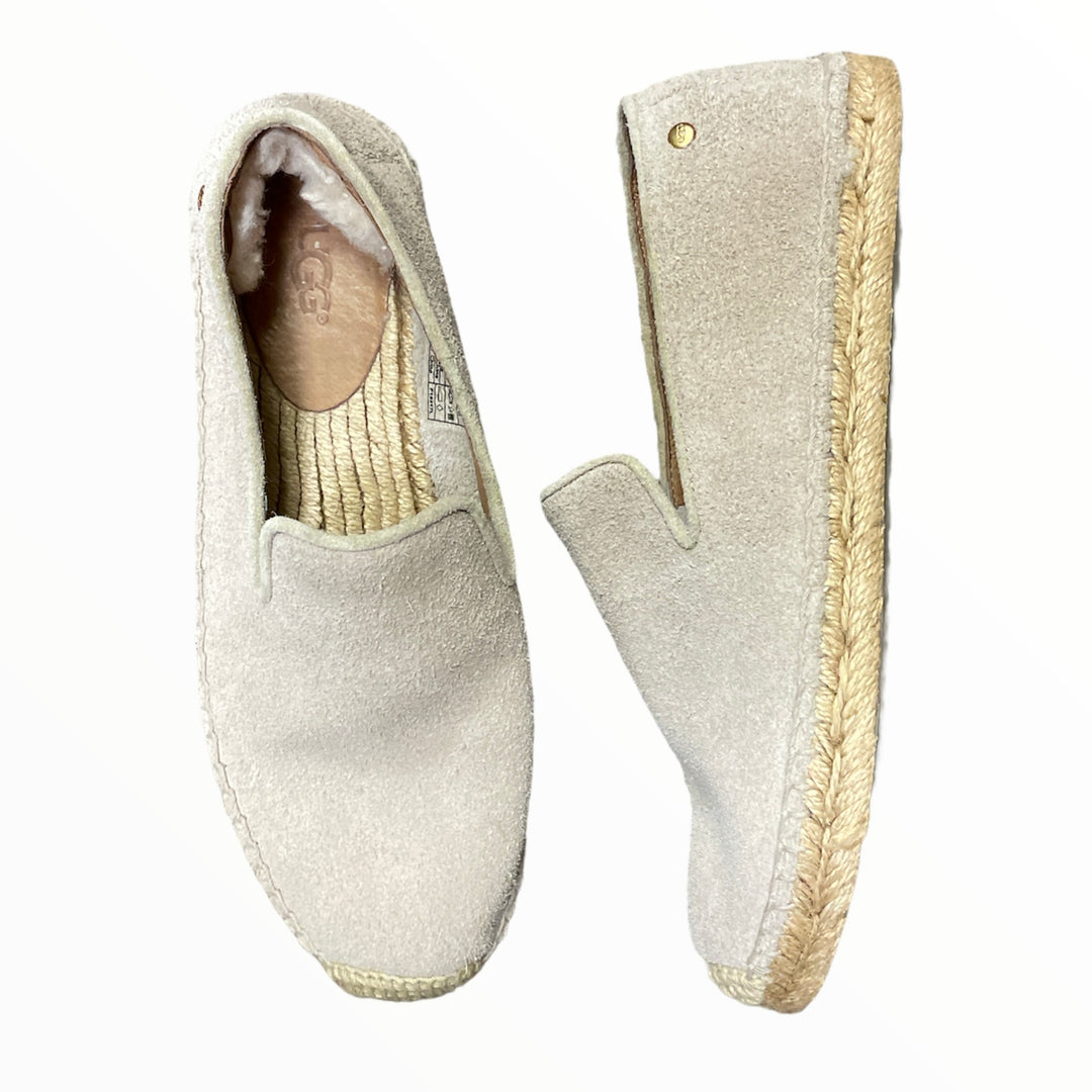 Primary Photo - BRAND: UGG <BR>STYLE: SHOES LOW HEEL <BR>COLOR: TAUPE <BR>SIZE: 6 <BR>SKU: 223-22318-121985