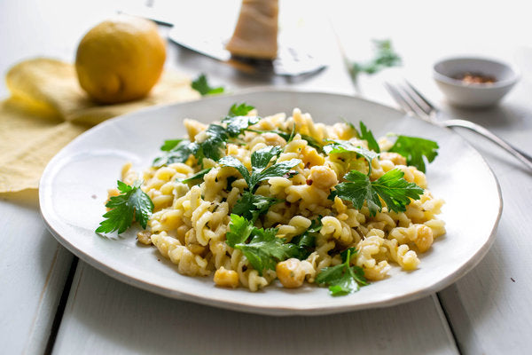 Lemony Pasta With Chickpeas and Parsley
