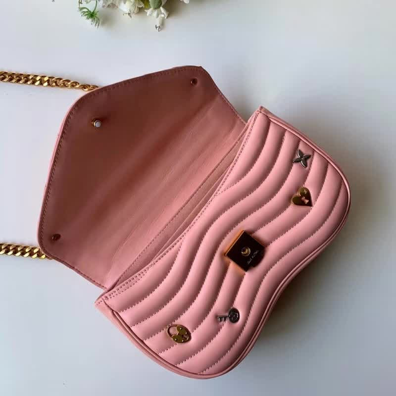 "Bolsa Louis Vuitton Chain Bag New Wave ""Smoothie Pink"""