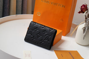"Carteira Louis Vuitton Victorine Monogram Empreninte ""Noir"""