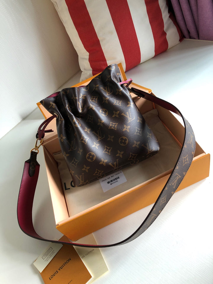 "Bolsa Louis Vuitton Noé ""Marrom/Bordo"""