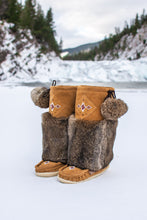 "Load image into Gallery viewer, Women's 13"" Laurentian Chief Suede Mukluks"