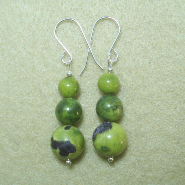 STICHTITE in SERPENTINE EARRINGS. (J172)