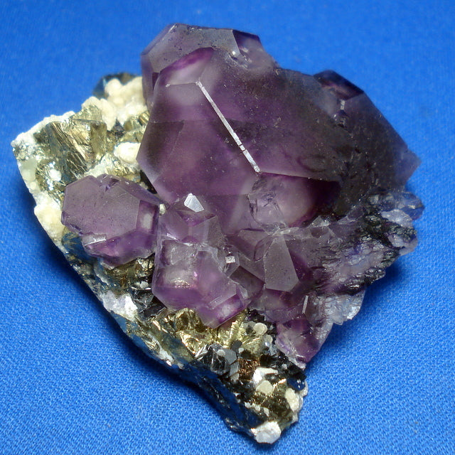 FLUORITE with CHALCOPYRITE and CASSITERITE. 24x40x50mm (M469)