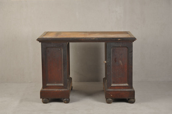 Colonial Pedestal Desk