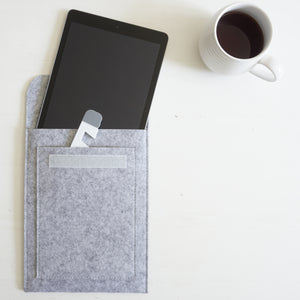 Tablet sleeve made of felt up to 11 inches, light grey