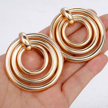 Load image into Gallery viewer, Elegant Layered Round Earrings