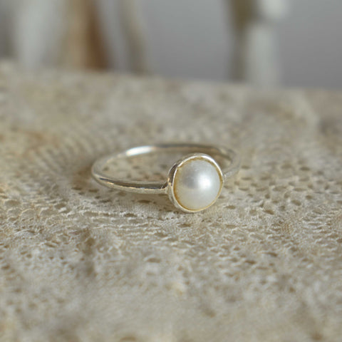 Ring *laia* pearl