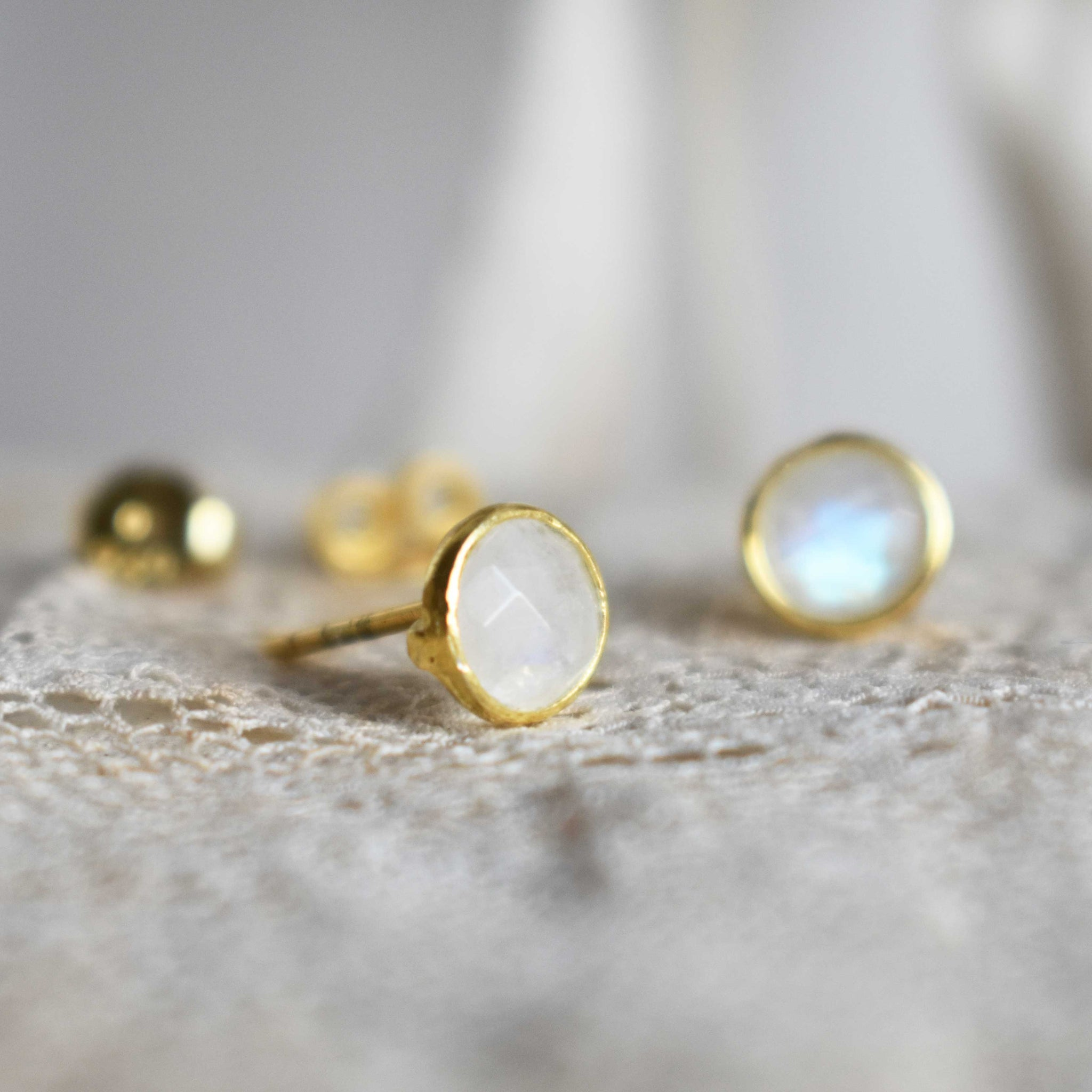 Earstuds *laia* moonstone round