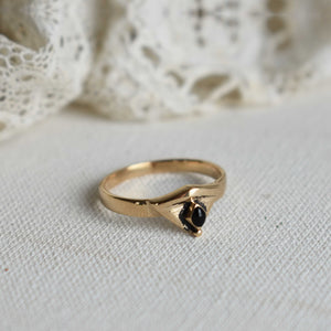 Onyx | art deco triangle bronze ring with onyx