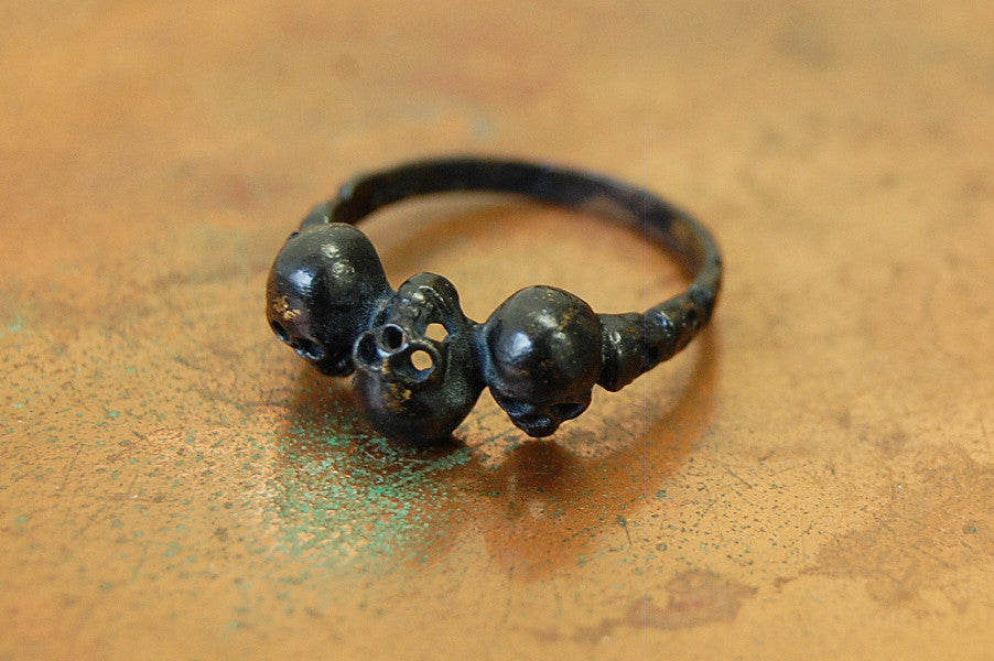 'skulls' black ring | bronze