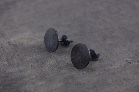 round earstuds (925 silver oxidised)