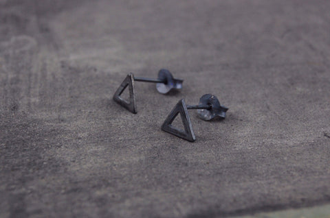 triangle earstuds (925 silver oxidised)