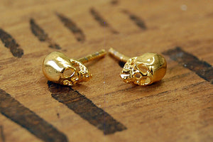 skull ear studs (gold plated)