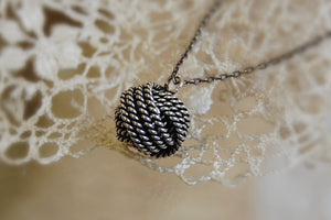 silver knot necklace (large)