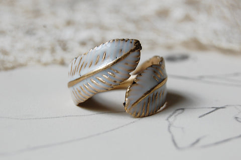 feather painted ring (white)