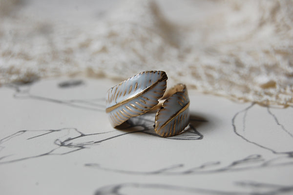 'feather' white ring | bronze