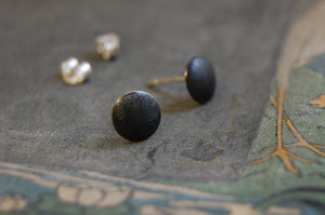 black oxidised circle earstuds (925 silver)