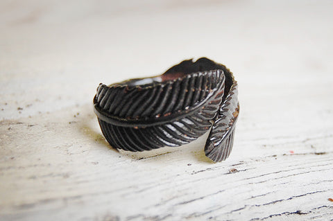 feather painted ring (black)
