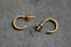 c-hoop earrings ribbed (gold-plated 925 silver)