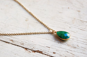Emerald stone pendant necklace