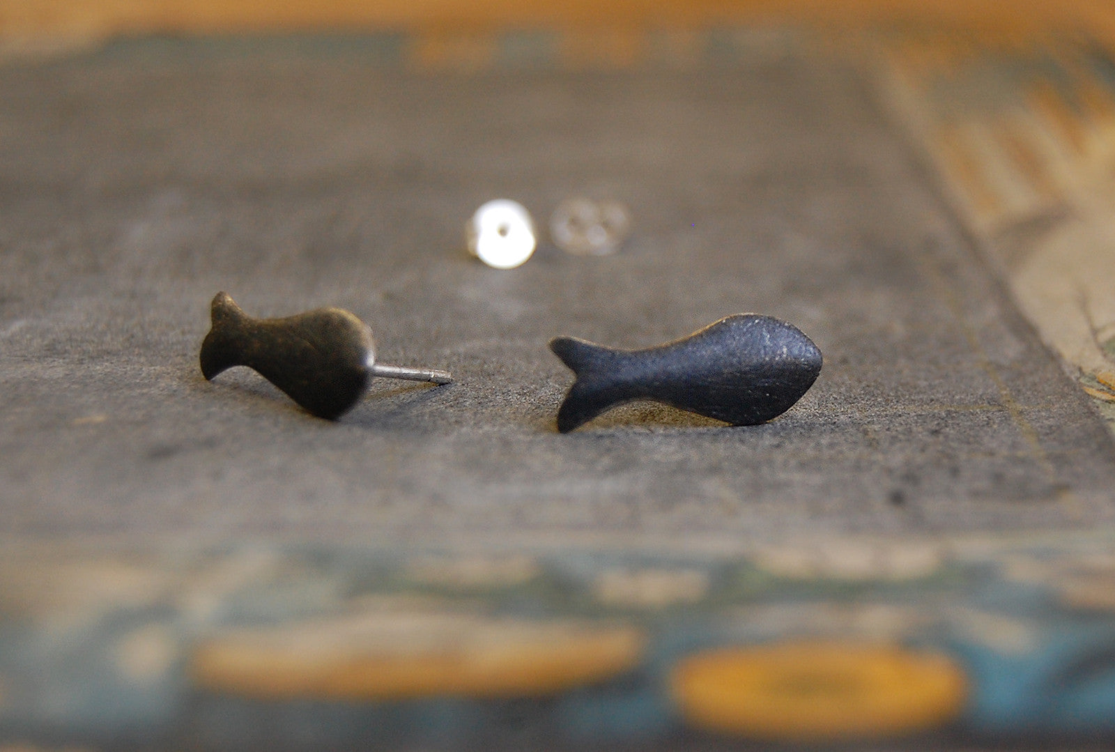 fish earstuds (925 silver)