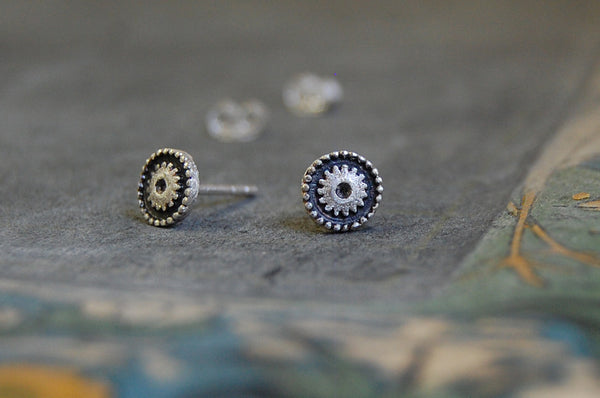 round 'cog' earstuds (925 silver)