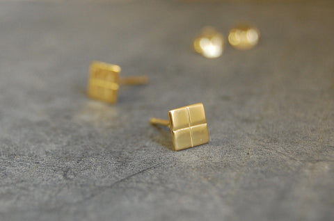 grid earstuds - square grid (925 silver gold-plated)