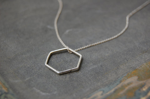 hexagonal ring necklace (silver)