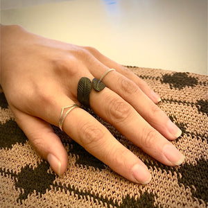 'feather' black ring | bronze