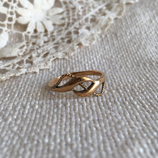 braided ropes bronze ring