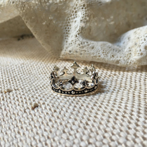 queen II crown silver ring