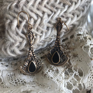 Isay earrings with onyx
